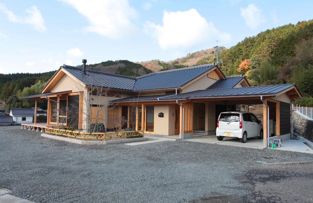 里山の和モダンの家