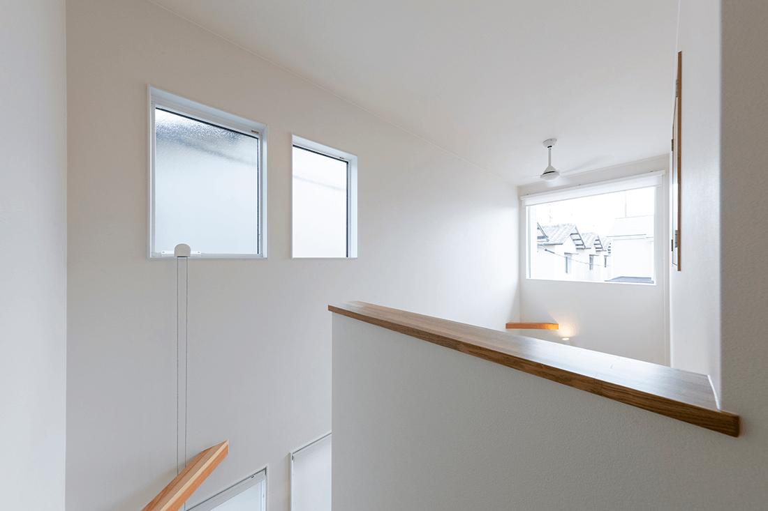 夏の日差しを遮蔽し、冬は日差しを取り入れるパッシブデザインの家